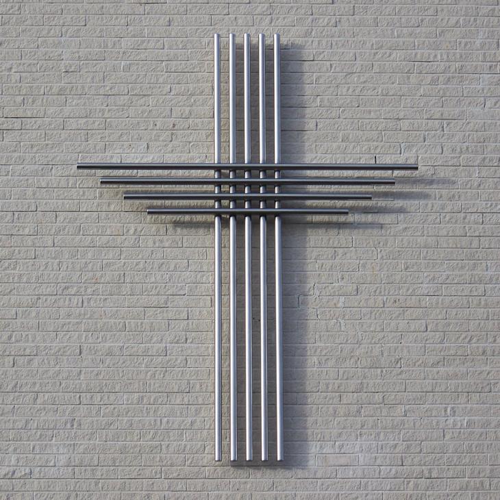 2 Kross, 2014, 270 x 210 x 8 cm, sveisa konsruksjon av rør i syrefast stål