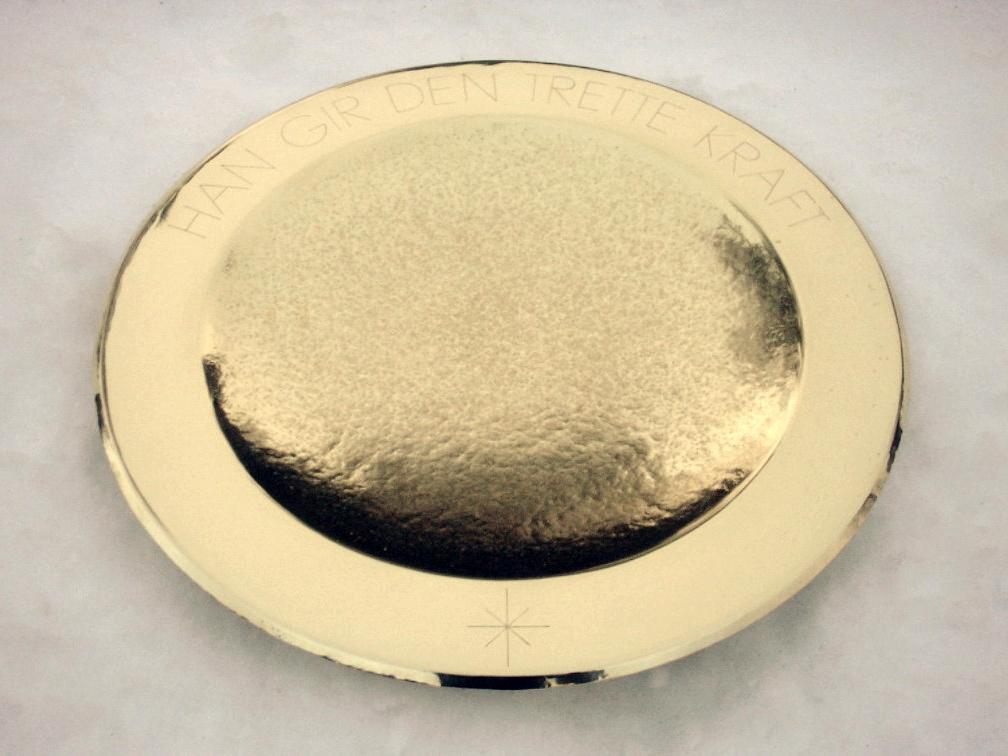 1. Dåpsfat, 2009, 32 x 4 cm, hamra massing med gravering