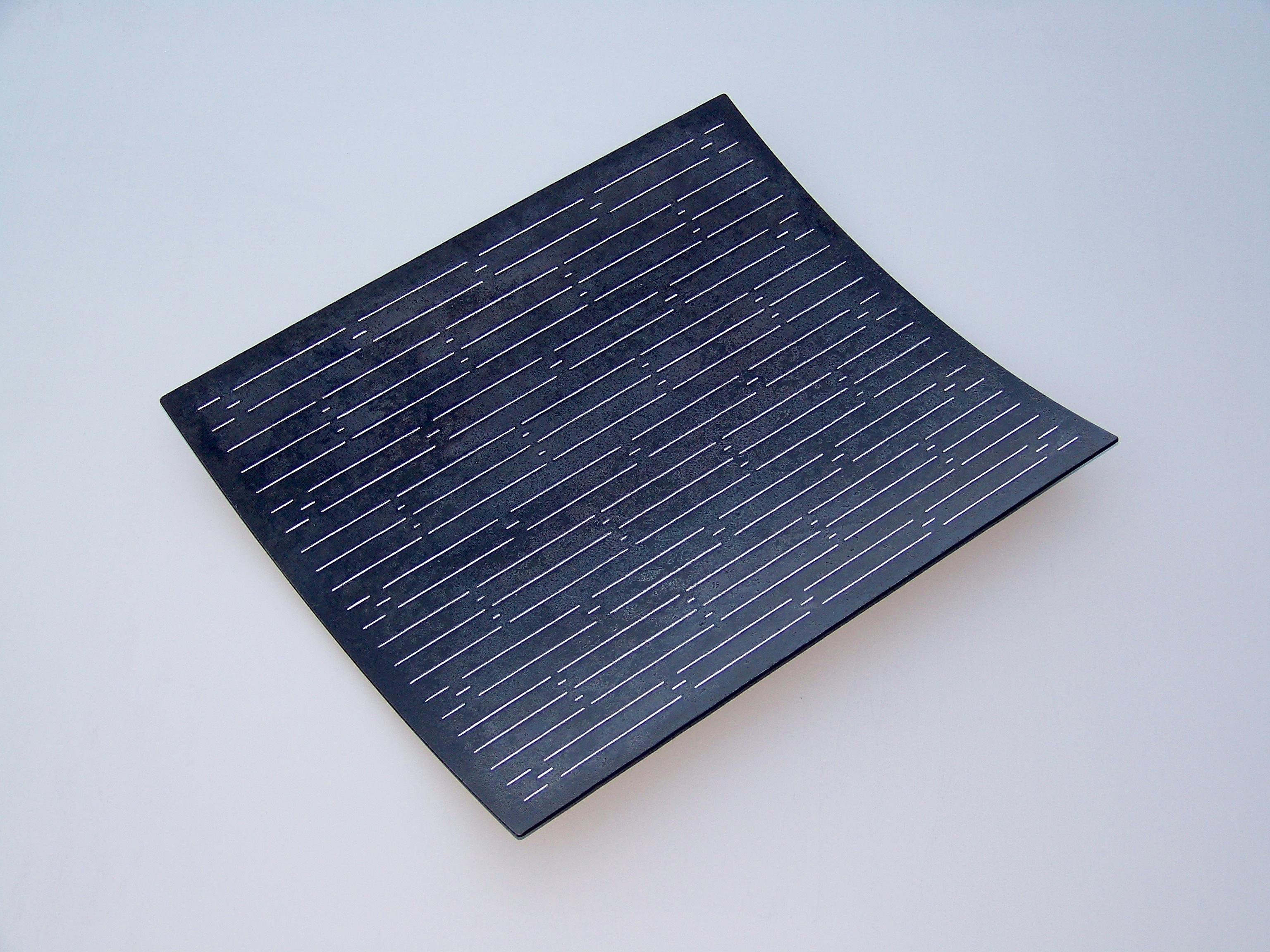 1.Konkav form, 2013, 48 x 41 x 6 cm, oljebrent stål med innlagt sølvtråd