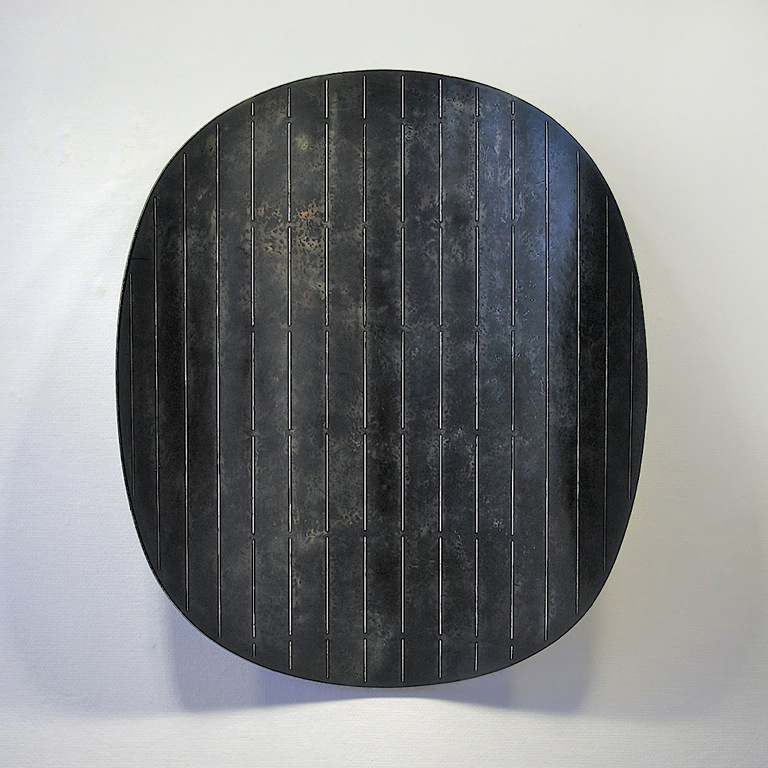 1. Form med striper, 2009, 105 x 80 x 30 cm, oljebrent stål med innlagt sølvtråd