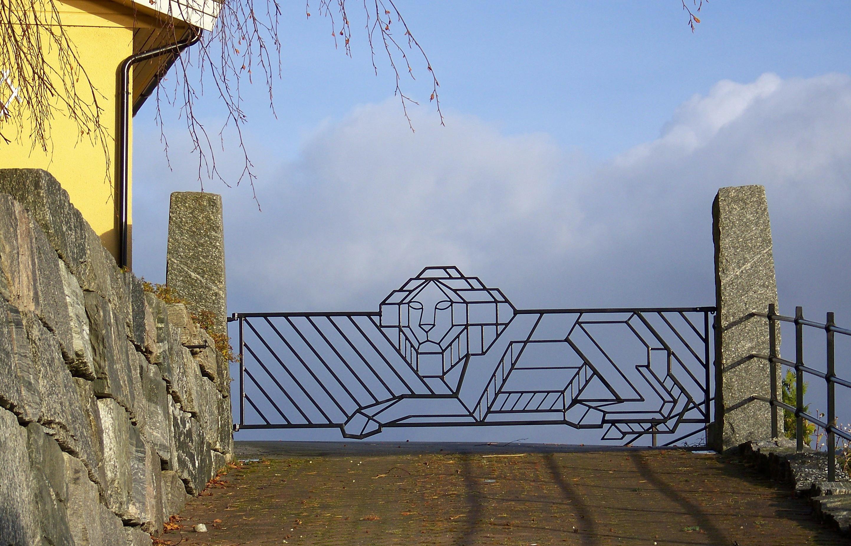 2. Løveport, 2008, 126 x 352 x 3 cm, lakkert stål