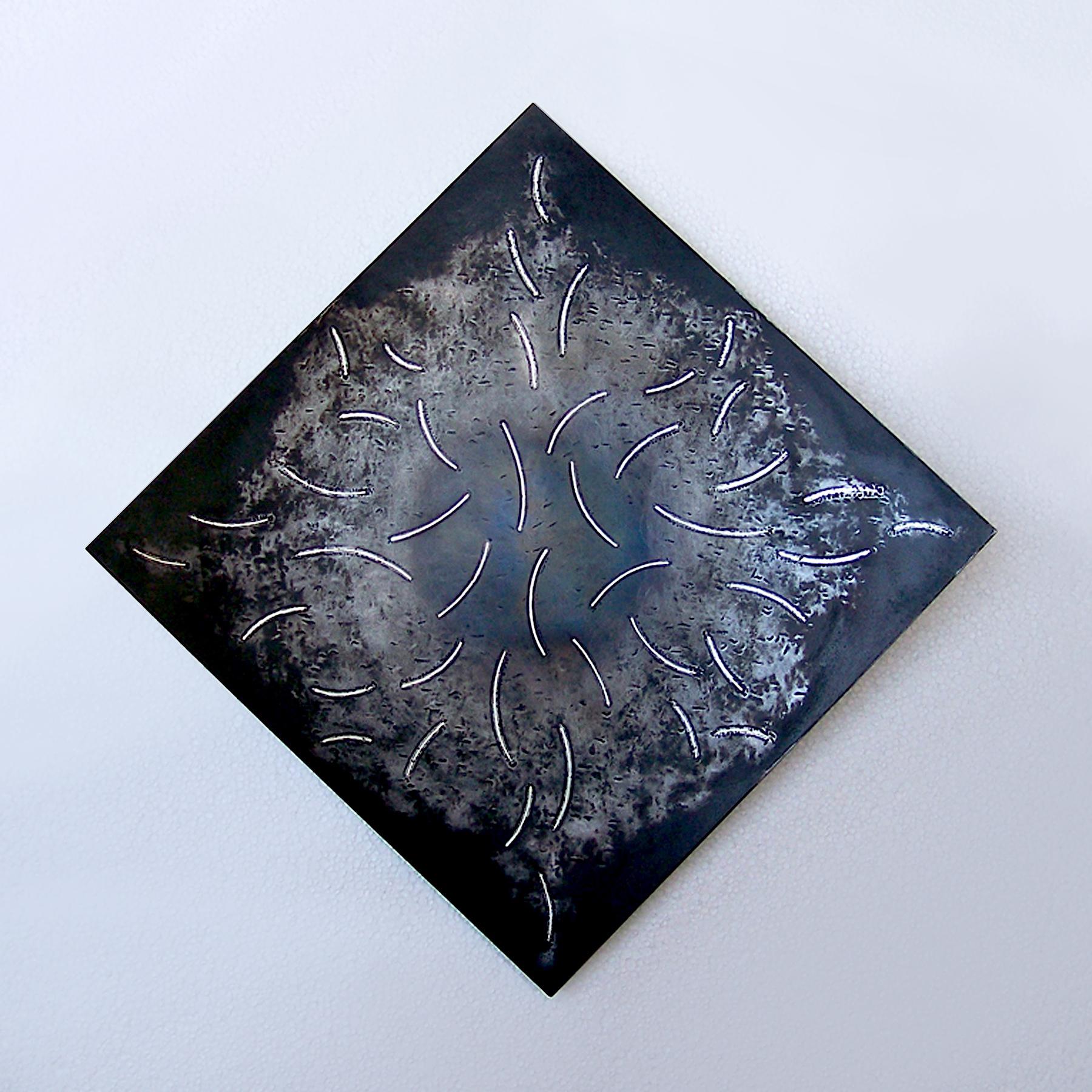 3.Firkanta form 1, 2010, 30 x 30 x 2 cm, oljebrent og anløpt stål med innlagt sølvtråd