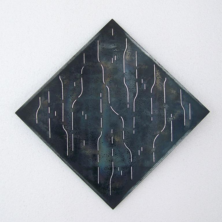 4.Firkanta form 2, 2010, 30 x 30 x 2 cm, oljebrent og anløpt stål med innlagt sølvtråd