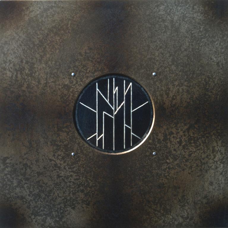 13.Komposisjon, 1999, 40 x 40 x 1 cm, anloept staal med innlagt soelvtraad