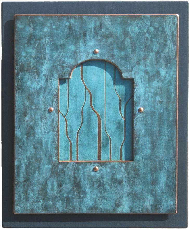 7.Glugge-2-1999-275-x-23-x-2-cm-etsa-og-patinert-kopar-på-treplate RGB